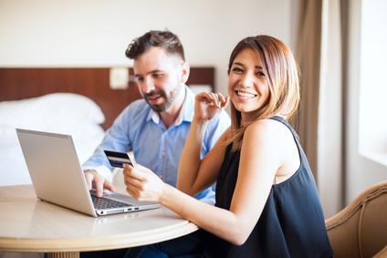 Ehepartner mit Kreditkarte