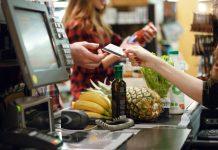 Einkauf im Supermarkt mit Karte