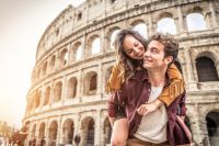 Paar mit Reise-Karte